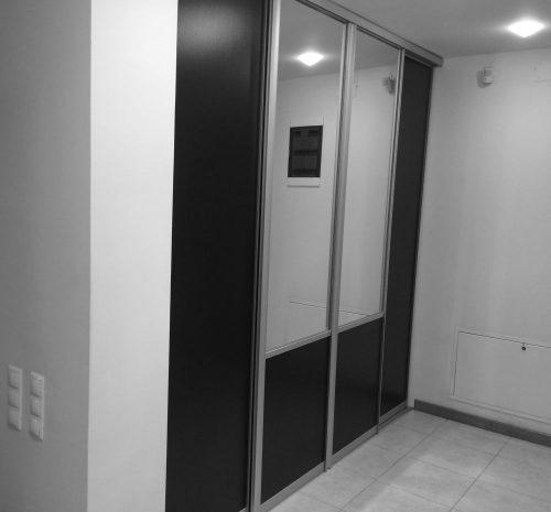 închidere cu uși glisante în hol intrare